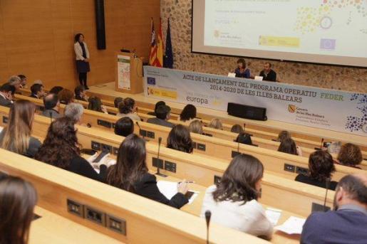 Francina Armengol y Biel Barceló, en la presentación del programa operativo 2014-2020 del Fondo Europeo de Desarrollo Regional (Feder).