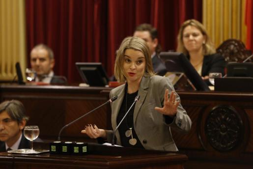 La portavoz popular Marga Prohens durante una intervención en el Parlament.