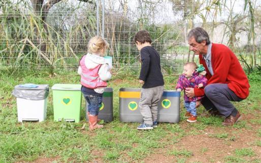 Los más pequeños disfrutaron de un sinfín de actividades pensadas para ellos, al tiempo que conocieron aspectos básicos y tan importantes para el medio ambiente como la correcta separación de residuos para que el reciclaje sea efectivo. Foto: TONI ESCOBAR