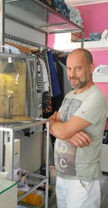 El joyero Giampaolo Giardina en su taller joyería. Foto: Facebook