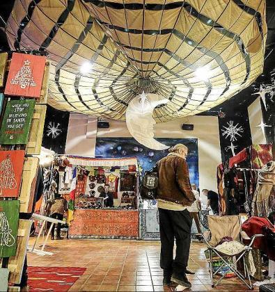 Ayer por la tarde se inauguró el mercadillo, que estará abierto hasta el próximo 5 de enero. Foto: DANIEL ESPINOSA