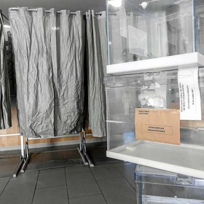 En el colegio electoral de Cala de Bou ya está todo a punto para las elecciones de hoy. Foto: DANIEL ESPINOSA