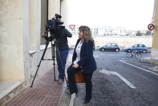 Joana Maria Camps a su llegada a los juzgados de Ciutadella para declarar por videoconferencia.
