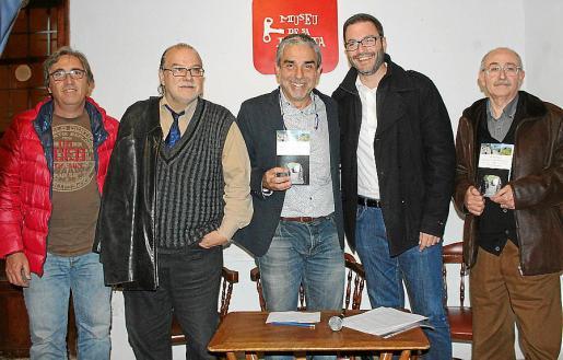 El presidente de la Federació Balear de Muntanyisme i Escalada, Xisco Colom; Andreu Manresa, Joan Carles Palos, José Hila y Lleonard Muntaner.