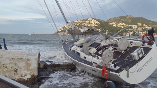 Emma, el velero que ha sufrido los efectos del temporal.