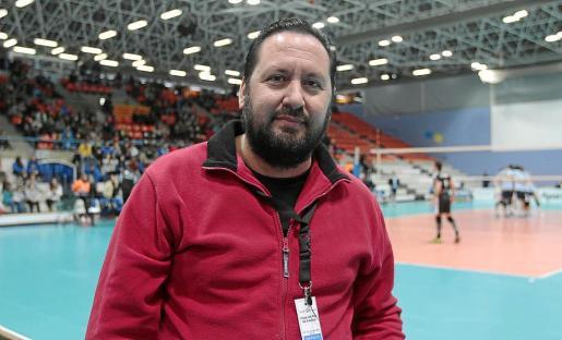 El presidente de la entidad ibicenca, Javier Escandell, durante un partido de los amarillos en una temporada anterior.