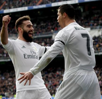 Cristiano Ronaldo celebra su segundo gol con Carvajal.