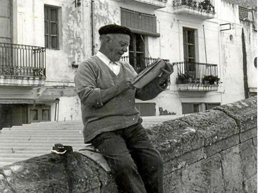'Portmany' en una fotografía de 1973 sentado en el Rastrillo.
