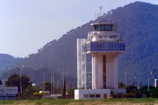 Imagen de archivo de la torre de control de las instalaciones aeroportuarias de Eivissa.