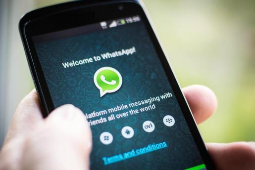 La aplicación Whatsapp, propiedad de Facebook, volverá a ser gratuita tras las dificultades para la implantación del sistema de pago.