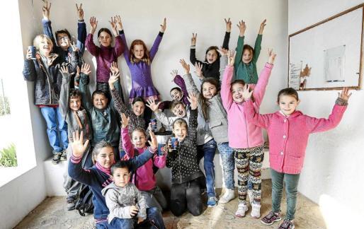 Los niños se lo pasaron en grande con el día de fiesta en el colegio de Santa Agnès. Foto: ARGUIÑE ESCANDÓN