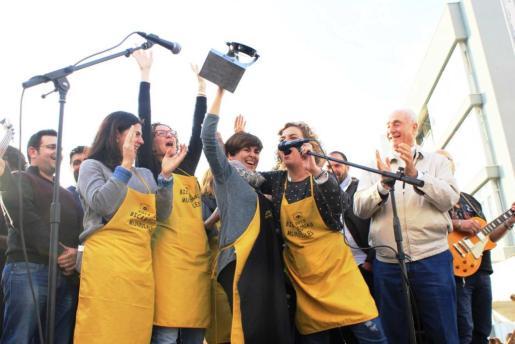 El equipo Autoescuela Santa Gertrudis recogió el trofeo de vencedor por tercer año consecutivo. Foto: DANI MANAU