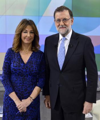 Fotografía facilitada por Mediaset del presidente del Gobierno en funciones, Mariano Rajoy, que ha sido entrevistado por Ana Rosa Quintana.