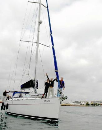 Los miembros de la tripulación salieron ayer por la mañana del Club Náutico de Ibiza. Foto: TONI ESCOBAR