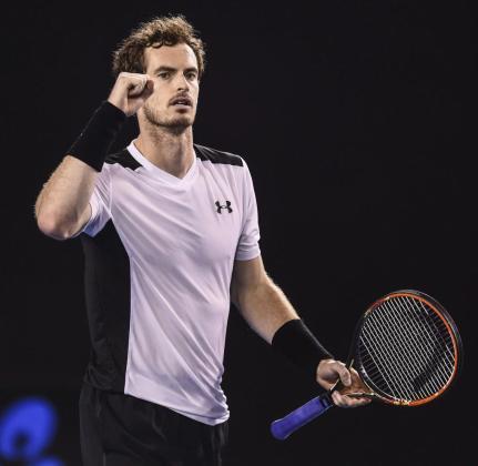 El tenista británico Andy Murray celebra su victoria por en la semifinal del Abierto de Australia, disputada contra el canadiense Milos Raonic.