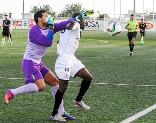 La Peña Deportiva y el Formentera no pasan al empate con el Montuiri (1-1) y el Alcúdia (0-0), respectivamente. Foto: TONI ESCOBAR