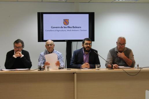 El conseller Vidal ha ofrecido una rueda de prensa junto a los representantes del sector.