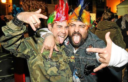Las crestas de colores al estilo punk, un 'look'clásico en La Movida. Foto: TONI ESCOBAR