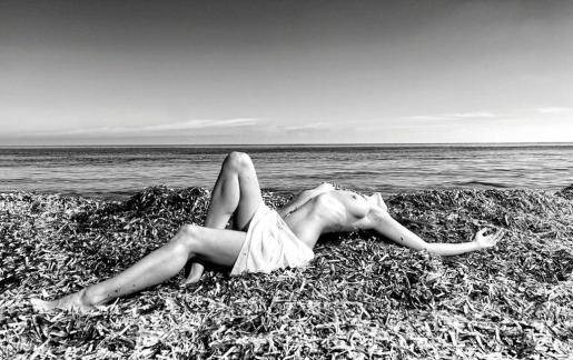 La foto es de Pascval (Pascual Olías), residente en Eivissa y la modelo también vive en la isla.