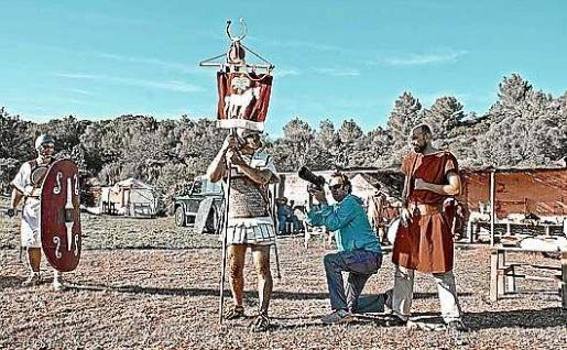 La dirección y el guión es de Carlos Martínez y se contó con la ayuda de la productora Filmótica, de los ayuntamientos de Sant Joan y Santa Eulària, y del Consell d'Eivissa para los exteriores. Foto: Filmótica