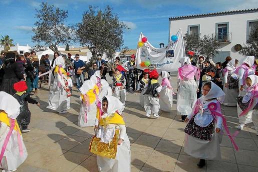 Niños del Colegio Verge Meracolosa disfrutando del Carnaval.