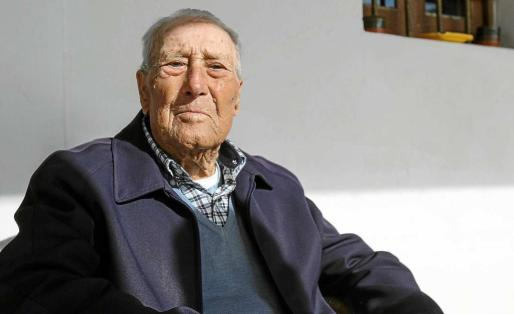 Vicent Ferrer Ferrer, Marines, ayer mismo en su casa justo cuando acababa de cumplir cien años. Foto: T. ESCOBAR