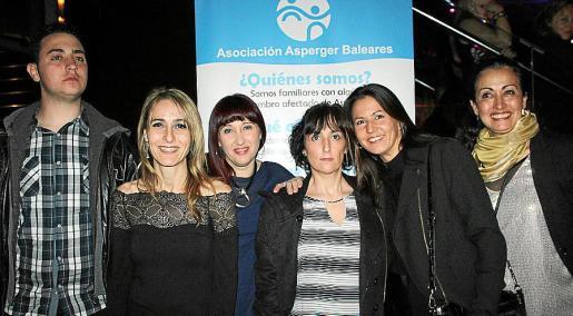 Biel Andreu Rosselló, Margarita Enseñat, Verónica Gutiérrez, la presidenta de la Asociación Asperger, Fina Seguí; Ana Martínez y María Antonia Trobat.