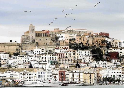 Imagen de archivo de la ciudad vieja de Eivissa, donde se ubica el Ayuntamiento de Vila.