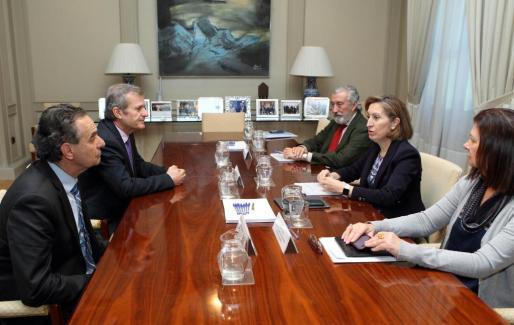 Xavier Ramis y el conseller Joan Boned, este martes, en la reunión mantenida con la ministra Ana Pastor en la sede de Fomento.