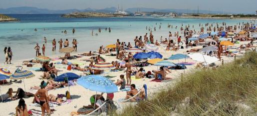 Una imagen de la playa de ses Illetes este pasado verano.