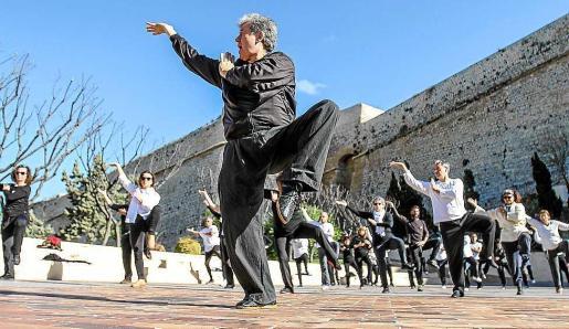 Durante la mañana se ofrecieron talleres de chi kung, zumba y tai chi. Foto: TONI ESCOBAR