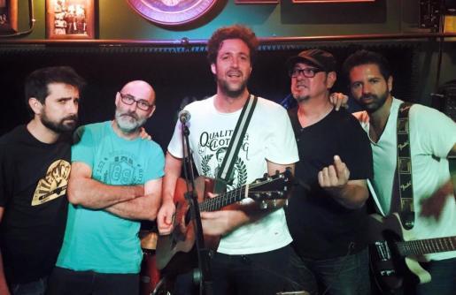 Los integrantes de The Claps, durante un concierto.