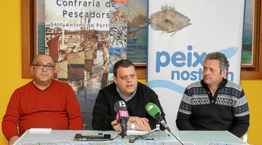 Pere Valera en el centro de la imagen y Joan Tur a la derecha en la presentación.
