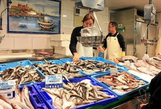La etiqueta Peix Nostrum identifica el pescado capturado en nuestras aguas. Foto: D.M.