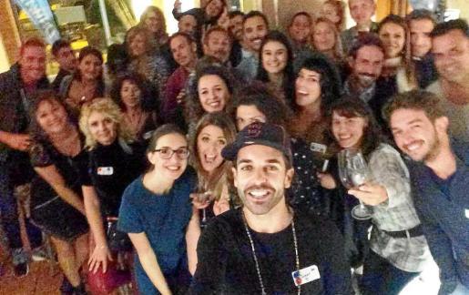 Jimmy Valencia al frente del 'selfie' grupal realizado en uno de los encuentros de este año.