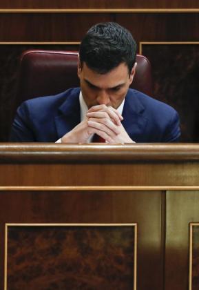 El secretario general del PSOE, Pedro Sánchez, en su escaño.