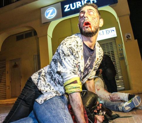 Noche intensa en Sant Antoni, donde los zombies camparon a sus anchas por el municipio. Foto: TONI ESCOBAR