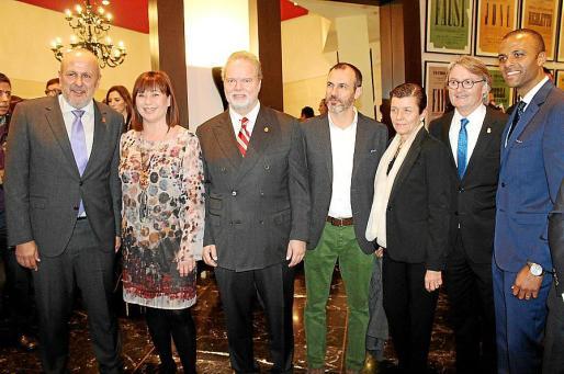 Miquel Ensenyat, Francina Armengol, Utz Claassen, Biel Barceló, Carmen Serra, Monti Galmés y Maheta Molango.