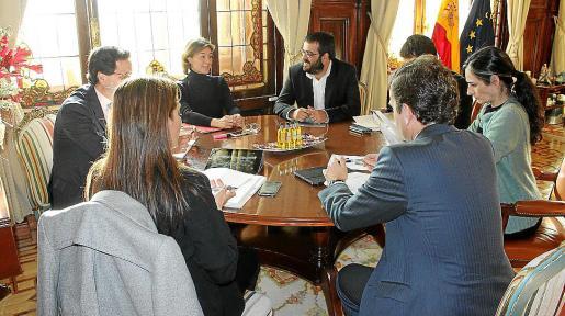El conseller Vicenç Vidal y la ministra Isabel García Tejerina, durante la reunión en Madrid.