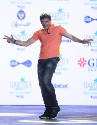 El actor español Antonio Banderas posa durante una conferencia de prensa para hablar sobre la Gala Benéfica Starlite realizada en la Ciudad de México (México).
