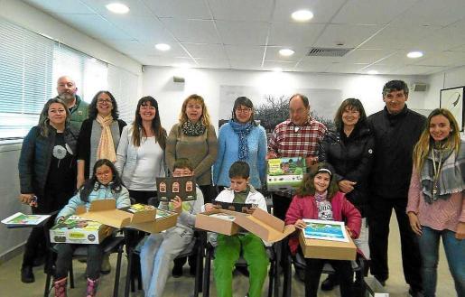 Los cuatro finalistas de Formentera recibieron ayer por la mañana sus premios.