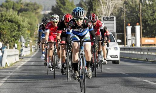 Imagen de archivo correspondiente a una competición de ciclismo en ruta celebrada el mes pasado entre Santa Eulària y Es Canar.
