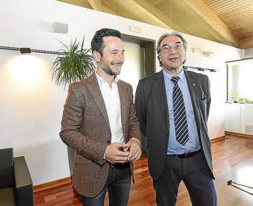 El alcalde de Vila y el conseller de Educació ayer en Can Botino.