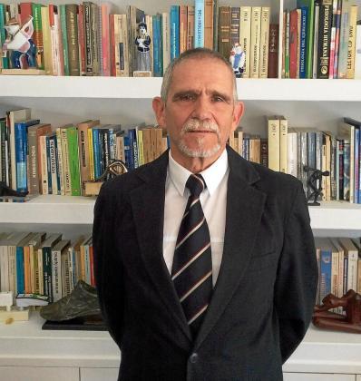 Mariano García-Verdugo, en su despacho de Santiago de Compostela, donde reside.