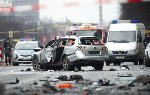 Aspecto en el que ha quedado el coche tras la explosión.