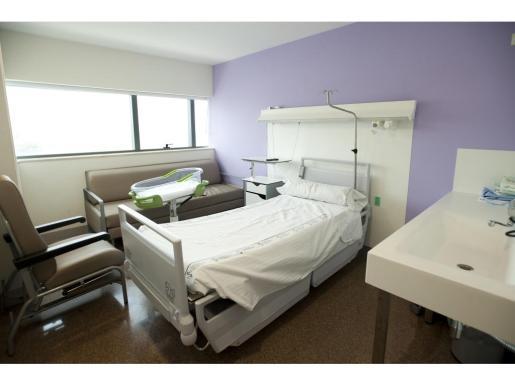 Imagen de una habitación del área de Obstetricia del hospital de La Fe, donde ingresan las pacientes embarazadas cuando van a dar a luz.