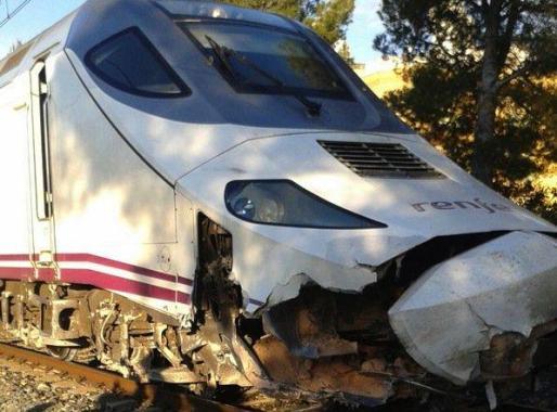 Un tren Euromed ha descarrilado este martes tras impactar con una roca.