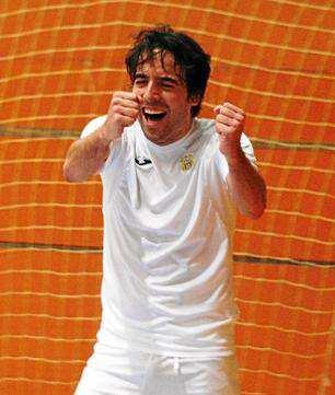 Estefan Lanchon celebra un gol del equipo.