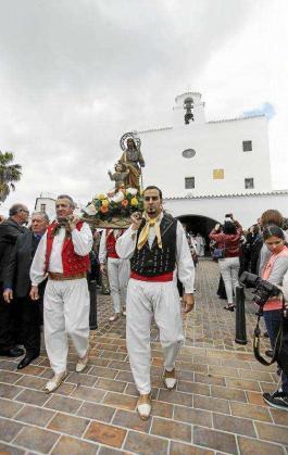 Un instante de la procesión. Foto: DANIEL ESPINOSA
