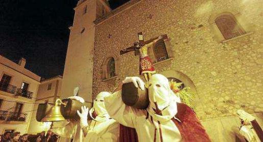 Una quincena de cofrades portaron esta imagen, una de las más veneradas por los fieles de la iglesia de Sant Elm de la Marina. Foto: D. E.